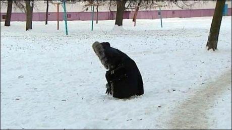В Белоруссии родная мать закопала в снег собственного новорожденного сына