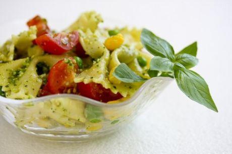 Летние блюда с соусом песто: ТОП 3 рецепта