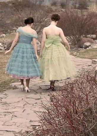 Фотографии выпускных платьев США за последние сто лет