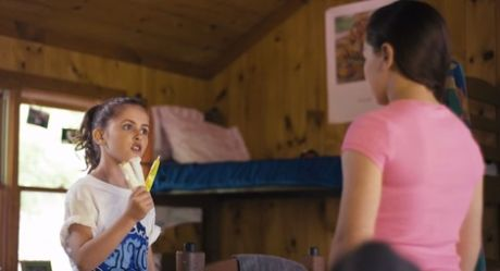 В рекламе тампонов сняли 12 летнюю девочку